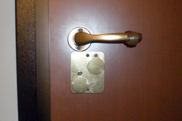 Serratura bloccata, ecco cosa fare per sbloccare la … Il caso di una porta blindata con serratura bloccata  CONTATTACI